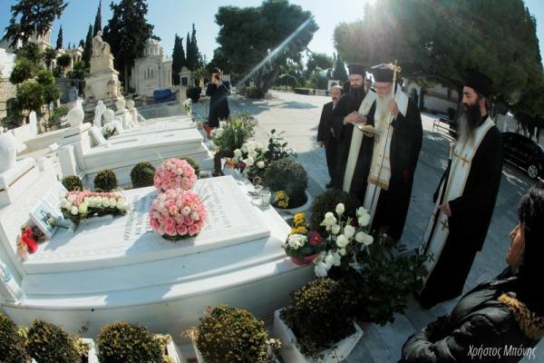 Τρισάγιο στη μνήμη του μακαριστού Χριστόδουλου από τον Αρχιεπίσκοπο Ιερώνυμο