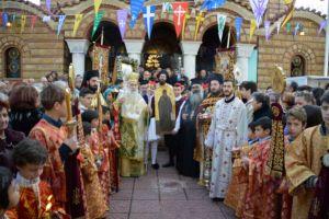 Εκατοντάδες πιστοί στην Λιτανεία του Αγίου Αντωνίου στο Κερατσίνι