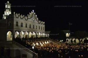Χιλιάδες κεριά φώτισαν την Ιερά Νήσο Τήνο