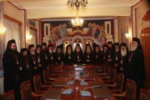 Τι παιγνίδια είναι αυτά; Γιατί δεν αποκαλύπτει ο Αρχιεπίσκοπος ποιοί  υπονομεύουν την Εκκλησία της Ελλάδος; Τί κρύβεται σε αυτή την ενέργεια;;