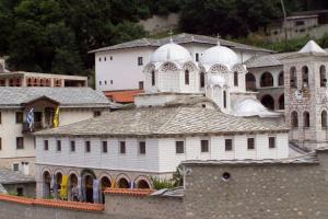 Ο Κώστας Γκιουλέκας κατέθεσε επερώτηση στη Βουλή για τα κλαπέντα Ιερά Κειμήλια από Μονές