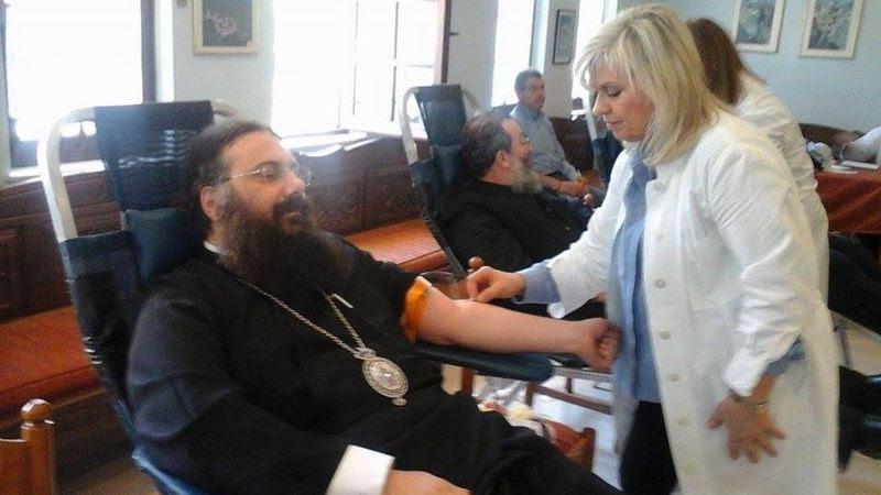 O  νέος Μητροπολίτης Τρίκκης Χρυσόστομος δίνει και το αίμα του για το ποίμνιό του…!