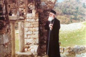 """Αλβανίας Αναστάσιος: """"Υπό διωγμόν ακόμη η Εκκλησία""""  albanias-anastasios"""