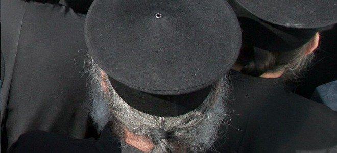 Ο Μητροπολίτης Καλαβρύτων Αμβρόσιος , έθεσε σε  αργία  Ιερέα που σκανδάλισε την τοπική κοινωνία