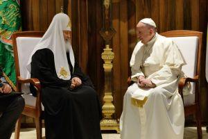 Η ιστορική πρώτη συνάντηση του Πάπα με τον  Ρώσο Πατριάρχη Κύριλλο
