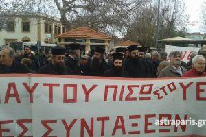 Μέχρι και οι ιερείς βγήκαν στους δρόμους της Χίου για να διαδηλώσουν