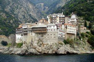 Στα ίδια επίπεδα η κρατική επιχορήγηση για τις Μονές του Αγίου Όρους για το 2016
