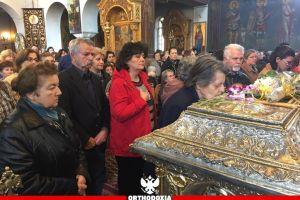 Συνέρρευσαν για να τιμήσουν τον ταπεινό ιερέα άγιο Νικόλαο Πλανά