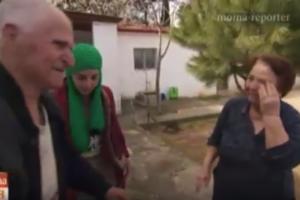 Συγκλονίζουν οι ελληνες ηλικιωμένοι που ανοίγουν το σπίτι τους σε πρόσφυγες για ένα μπάνιο