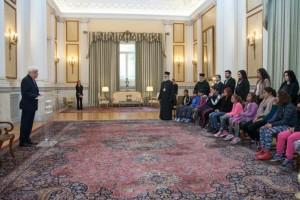 Μια αξιέπαινη πρωτοβουλία του Μητροπολίτη  Ιλίου Αθηναγόρα: πήγε  με μαθητές Ρομά στον Πρόεδρο της Δημοκρατίας