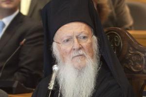 Με ανακοινωθέν του το Φανάρι διεκδικεί την πατρότητα της πρωτοβουλίας για την επίσκεψη του Πάπα στη Λέσβο.