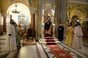 Πάτρα: «Πλημμύρισαν» τον ναό για να προσκυνήσουν τα λείψανα του αγ. Λουκά