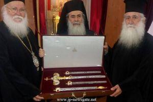 Τα δώρα του Μητροπολίτη Ναζαρέτ και του Αρχιεπισκόπου Θαβωρίου στον Πατριάρχη Ιεροσολύμων