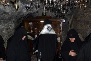 Προηγιασμένη στο σπήλαιο με το λείψανο του Οσίου Παταπίου