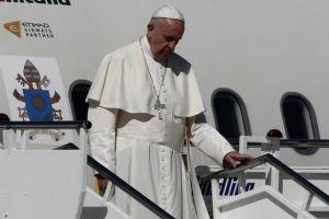 """Πάπας Φραγκίσκος : """"Θέλω να σας πώ ότι δεν είστε μόνοι"""""""