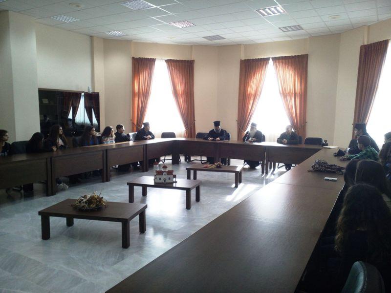 Μαθητές της Ριζαρείου Εκκλησιαστικής Σχολής στον Μητροπολίτη  Δημητριάδος Ιγνάτιο
