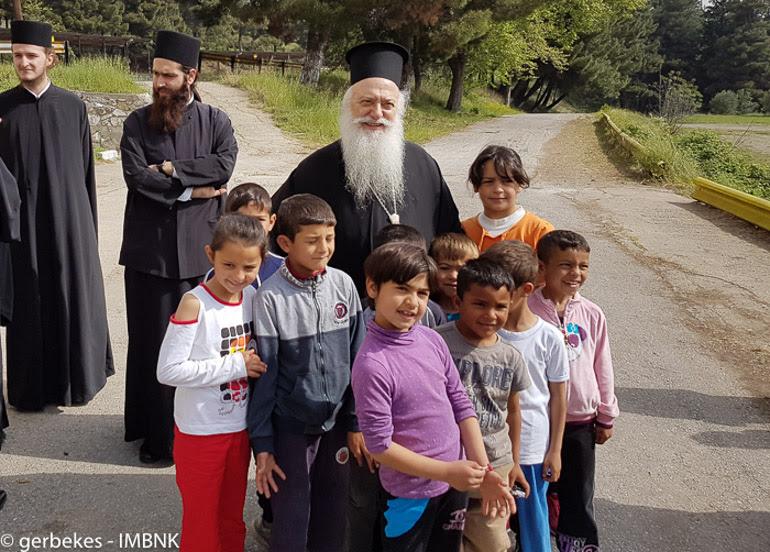 Ο Μητροπολίτης Βεροίας κοντά στους πρόσφυγες (ΦΩΤΟ)