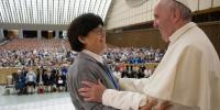 O Πάπας Φραγκίσκος προανήγγειλε την αξιοποίηση του ρόλου  της γυναίκας στην Εκκλησία με τον θεσμό των διακονισσών