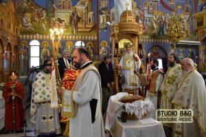 Χειροτονία νέου ιερέα από τον μητροπολίτη Αργολίδος Νεκτάριο στην Νέα Κίο