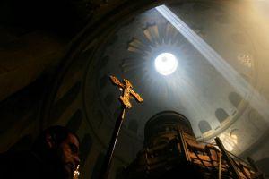 Η Τελετή Αφής του Αγίου Φωτός και η μεταφορά του σε όλη την ελληνική επικράτεια