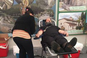 Ο Μητροπολίτης Ιωαννίνων πρώτος έδωσε το αίμα του στην αιμοδοσία