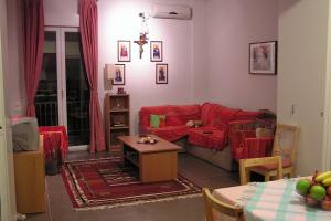 Ο Ι. Ναός Αγίου Θεράποντος Μυτιλη παραχωρεί σε δύο φοιτητές διαμέρισμα στην Αθήνα!