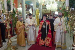 Σεμνά και χωρίς άλλους Αρχιερείς εόρτασε τα ονομαστήριά του ο Σύρου Δωρόθεος ο Β ´