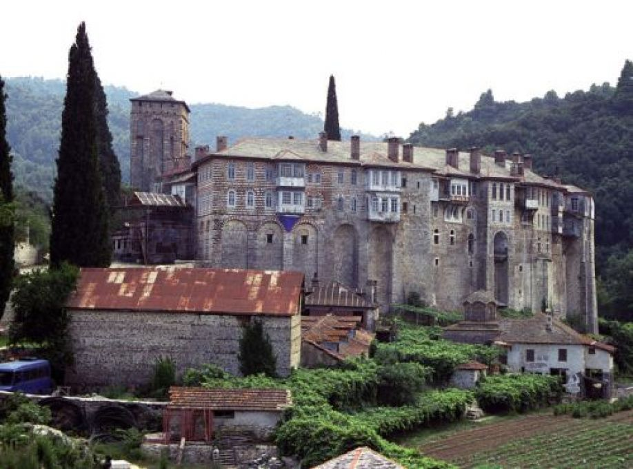 You are currently viewing Αγιορείτες Πατέρες ζητούν στήριξη για το διωγμό παραδοσιακών μοναχών από την Ι.Μ. Χιλανδαρίου