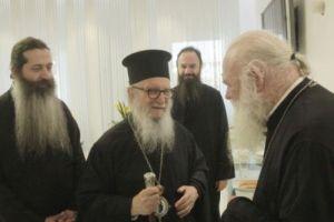 Συνάντηση Αρχιεπισκόπου Ιερωνύμου με  Αμερικής Δημήτριο στο αεροδρόμιο!
