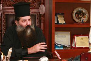 Η Ι.Μ. Πειραιώς με ανακοίνωσή της, έβαλε στη θέση  του την Ι. Μ. Μουντένιας- Ρουμανίας  για  τον Πρωτοπρ. Ματθαίο Βουλκανέσκου