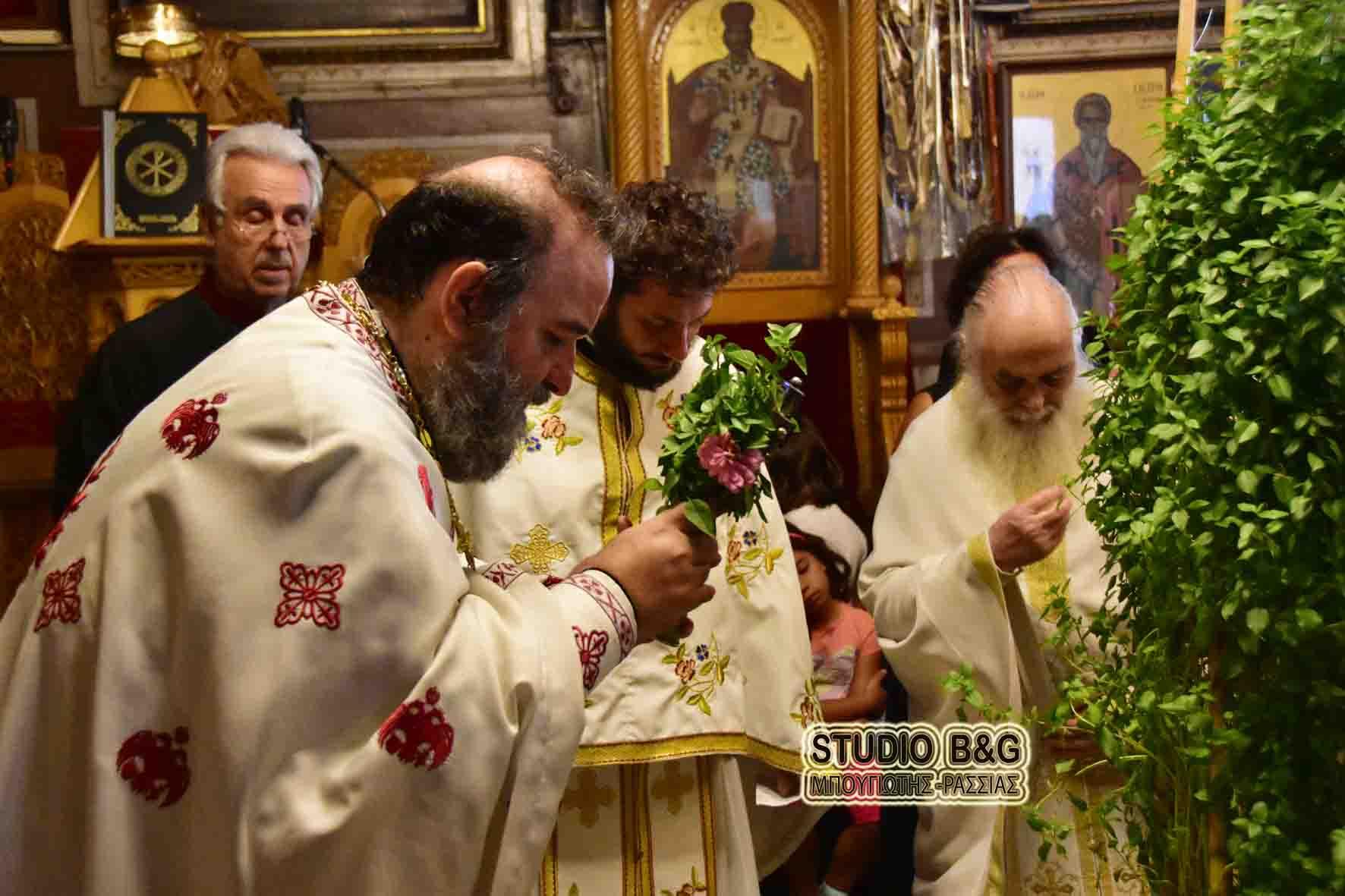 You are currently viewing Με Κεφαλλονίτικο άρωμα η εορτή της Υψώσεως του Τιμίου Σταυρού στην Αγία Τριάδα Ναυπλίου