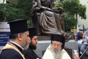 Ακούραστος ο Θεσσαλονίκης ´Ανθιμος παρέστη στα αποκαλυπτήρια του αγάλματος της Βασιλίσσης Όλγας με παρόντες(!!!) τον Δήμαρχο κ. Μπουτάρη και τον Υπ.Εσωτ. κ. Κουρουμπλή