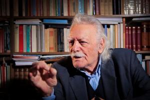 """Μανώλης Γλέζος: """"Η πρώτη αντίσταση στην Ελλάδα έγινε από την Εκκλησία"""""""