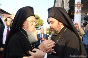 Συγκίνηση στην ιστορική ενθρόνιση του νέου Μητροπολίτη Σμύρνης Βαρθολομαίου
