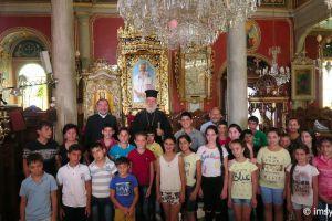 Ορφανά παιδιά από την Αρμενία στην  Μητρόπολη Σύρου