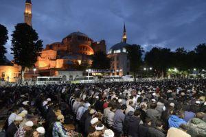 Είναι τόσο απλό: Ο Ερντογάν γίνεται τώρα και χαλίφης του Ισλάμ κάνοντας την Αγία Σοφία τζαμί…
