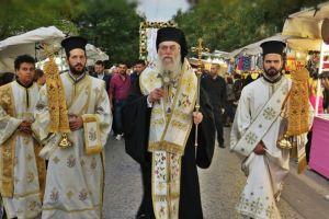 Πλήθος πιστών στην ιερά  λιτανεία του Αγίου Αρτεμίου στο Παγκράτι