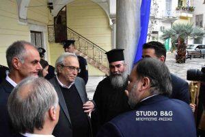 """Τα """"έψαλλε"""" ο εφημέριος του μητροπολιτικού ναού Αγίου Γεωργίου στον Υπουργό Πολιτισμού Αριστείδη Μπαλτά"""