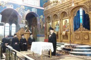 """Αιτωλίας και Ακαρνανίας Κοσμάς: """"Απαραίτητο οι ιερείς να προσεύχονται τελώντας τις ακολουθίες"""""""