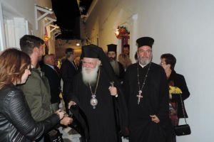 Λαμπρή υποδοχή επεφύλαξε ο λαός της Μυκόνου στον Αρχιεπίσκοπο Αθηνών Ιερώνυμο που για πρώτη φορά επισκέπτεται Αρχιεπίσκοπος το νησί