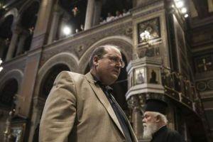 Συνεννόηση με την Εκκλησία αλλά όχι συναπόφαση, λέει ο Φίλης