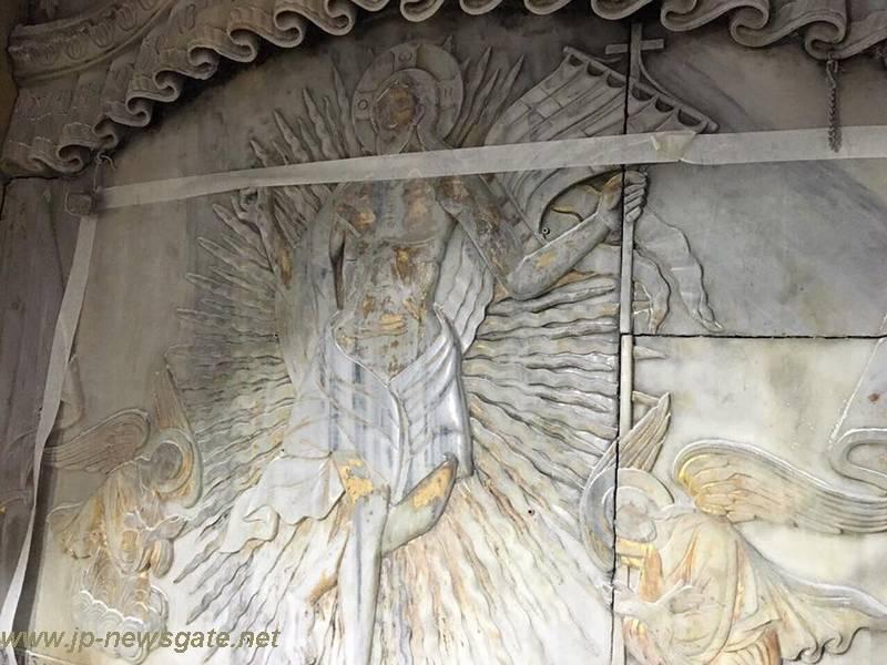 Η αποκάλυψη της πλάκας του Παναγίου Τάφου