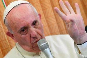 """Πάπας Φραγκίσκος συνεχίζει τις ανατροπές:"""" Ο Ιησούς δεν θα έλεγε ποτέ «φύγε επειδή είσαι ομοφυλόφιλος»…"""""""