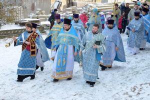 Λιτανεία στον Ι.Ν. Αγ. Σκέπης, σε χιονισμένο χωριό της Λευκορωσίας