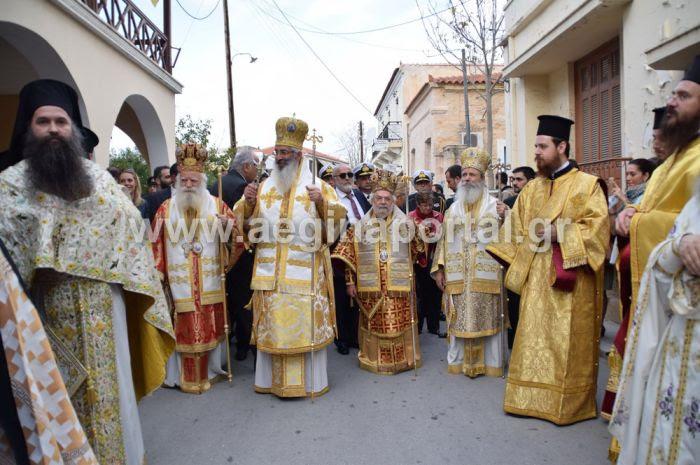 Μέγα πλήθος πιστών  στην Αίγινα στη λιτανεία των Λειψάνων του Αγ.Νεκταρίου