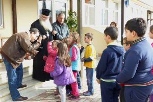 Η Αποστολή κοντά σε οικογένειες της Καστοριάς