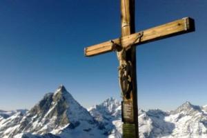 Οι Ελβετοί παλεύουν να μην αφαιρεθεί ο Σταυρός από δημόσιους χώρους κι εμείς κάνουμε τα πάντα για το…αντίθετο.