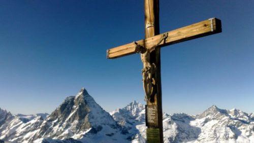 You are currently viewing Οι Ελβετοί παλεύουν να μην αφαιρεθεί ο Σταυρός από δημόσιους χώρους κι εμείς κάνουμε τα πάντα για το…αντίθετο.