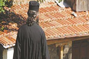 Κρήτη: Μηνύσεις και οργή του ιερομόναχουγια τον διωγμό του