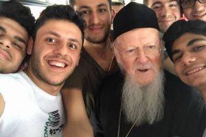 Η selfie του Πατριάρχη του Γένους με τα νέα παιδιά